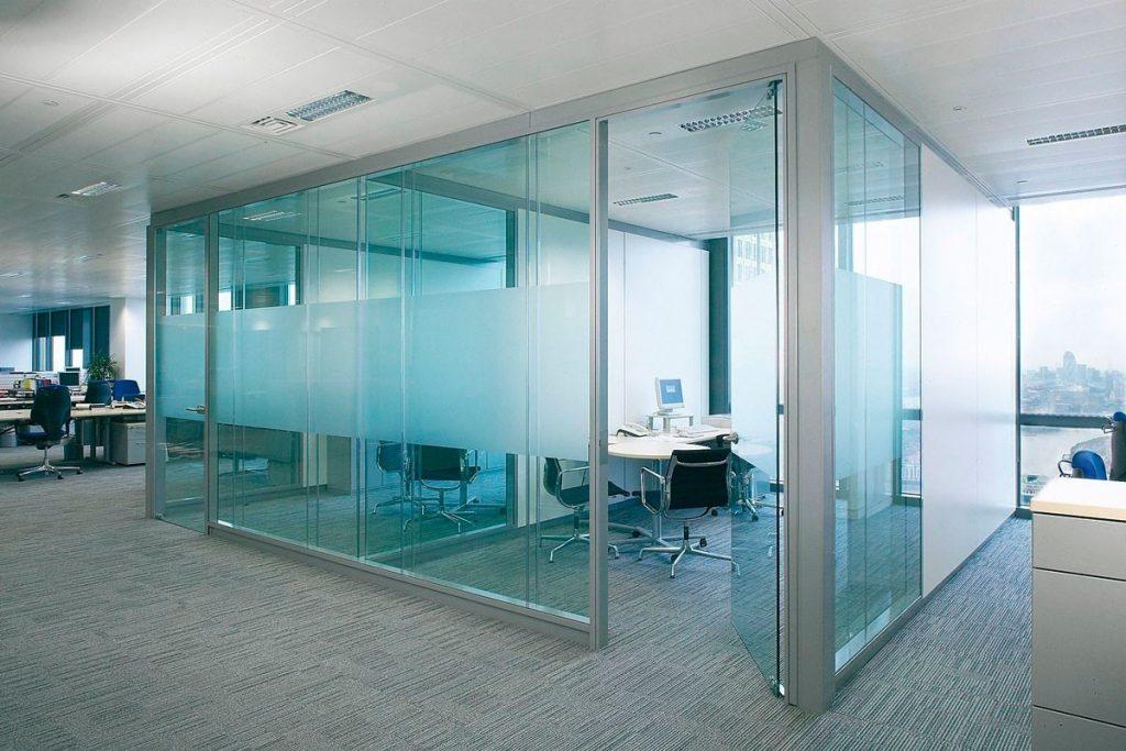 Виды и особенности стекол для систем ограждений