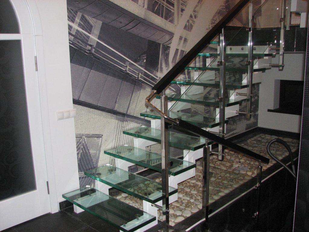 Безопасность стеклянных ступеней